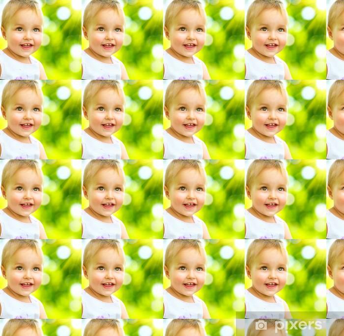 Papier peint vinyle sur mesure Petit bébé Portrait en plein air. Enfant de sourire mignon - Bébés