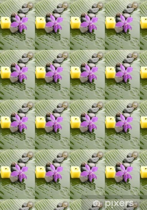 Tapeta na wymiar winylowa Różowa orchidea i kamienie z żółtym świeczka na mokrym liściu bananowca - Przeznaczenia