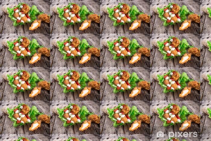 Vinyltapete nach Maß Hähnchenstreifen in einer Tortilla Wrap auf Holz. - Gerichte