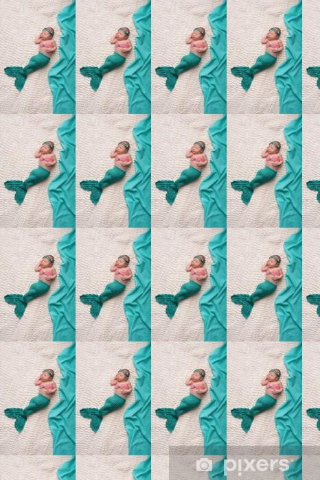Papier peint vinyle sur mesure Bébé nouveau-né portait le costume de sirène - Animaux imaginaires