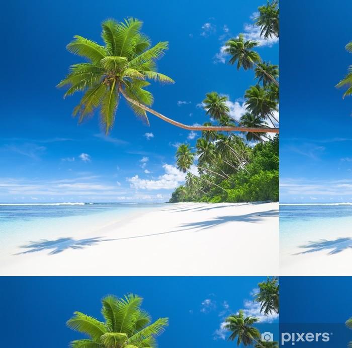 Vinylová Tapeta Tropický ráj s palmami blues moře a bílý písek - Palmy