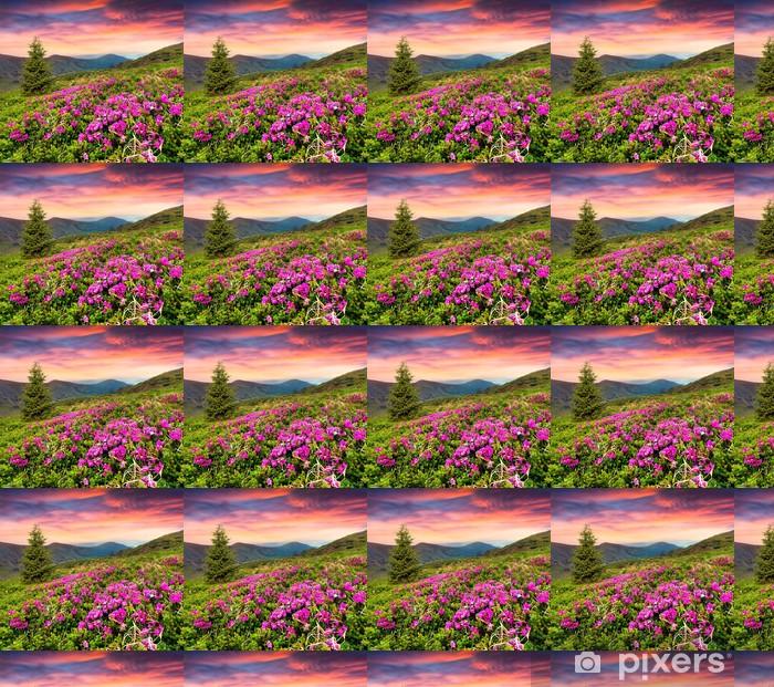Tapeta na wymiar winylowa Magiczne różowe kwiaty rododendronów w górach. - Góry