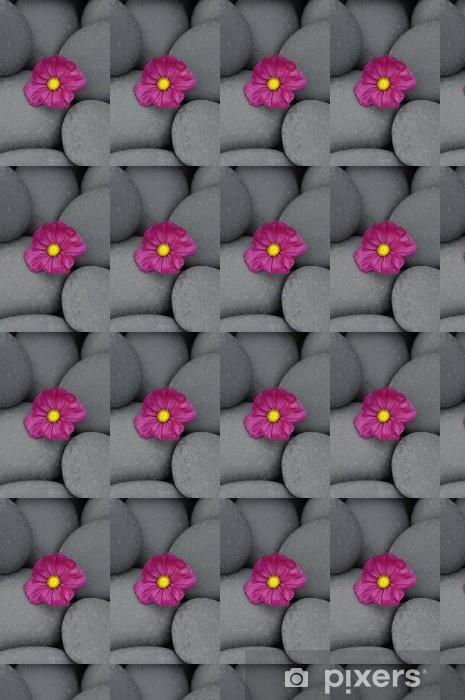 Tapeta na wymiar winylowa Makro z czerwonym kwiatem na kamyki - Uroda i pielęgnacja ciała