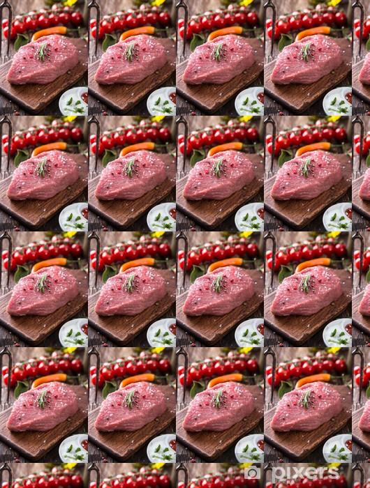 Tapeta na wymiar winylowa Raw beef steak na drewnianym stole - Przyprawy i zioła