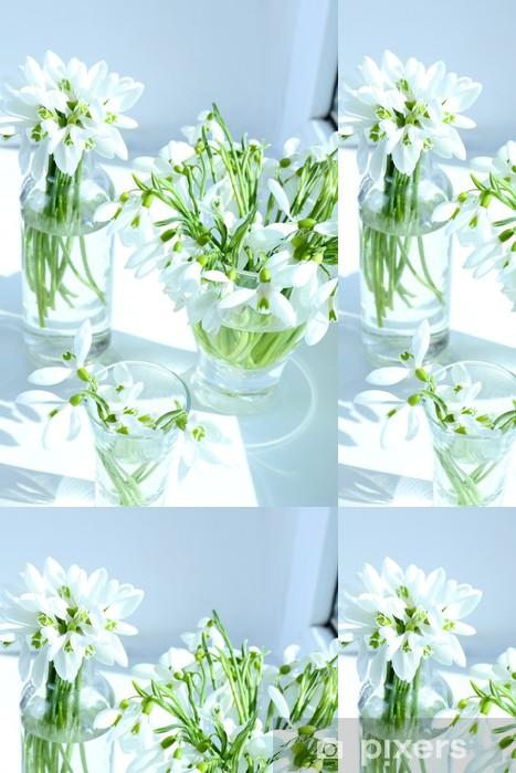 Vinyl Behang Mooie boeketten van sneeuwklokjes in vazen op de vensterbank - Bloemen