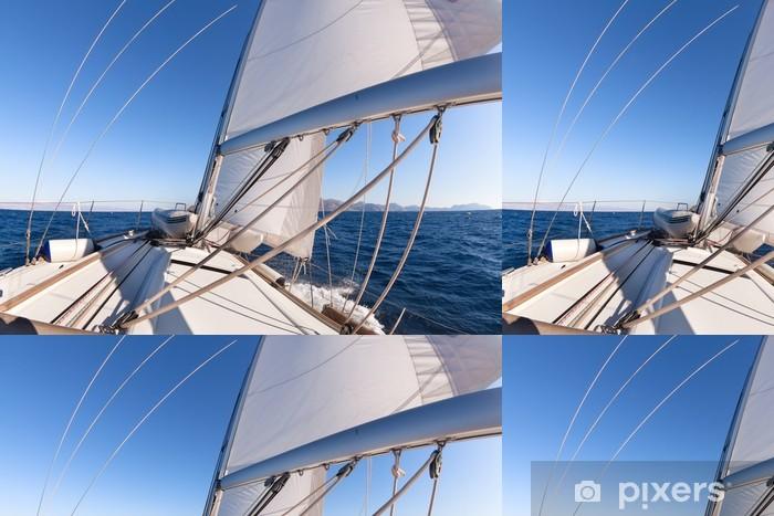 Papier peint à motifs vinyle Bateau à voile grand angle de vue dans la mer - Bateaux