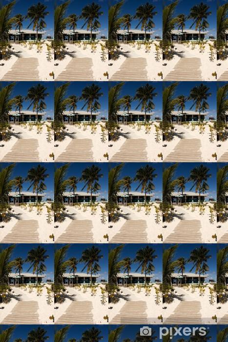 Papier peint vinyle sur mesure Chemin en bois menant à la barre de plage tropicale - Eau