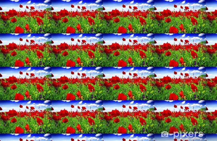 Papier peint vinyle sur mesure Coquelicots fleurissent dans la prairie sauvage - Thèmes