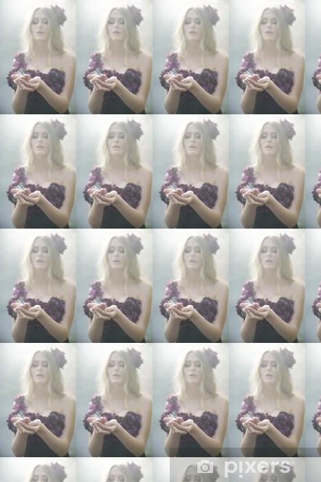 Papier peint vinyle sur mesure Femme blonde merveilleuse habillé dans des vêtements fleuris - Femmes