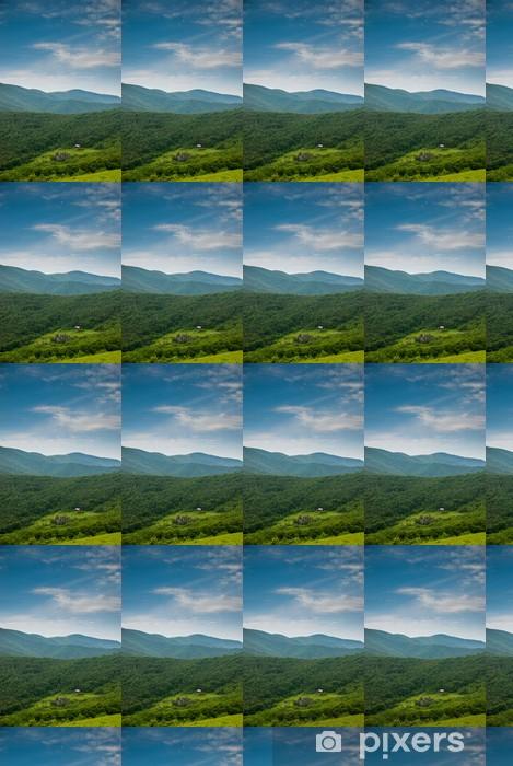 Papier peint vinyle sur mesure Vue éloignée sur la Shelter Overmountain - Montagne