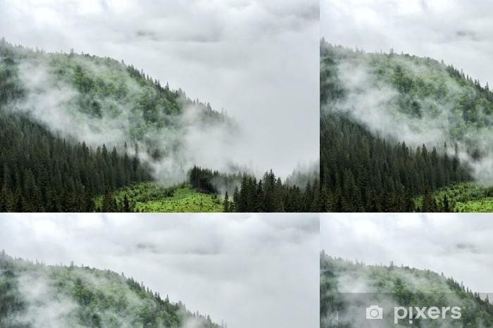Sumu ja pilvi vuoren laaksossa maisema Vinyylitapetti - Vuoret