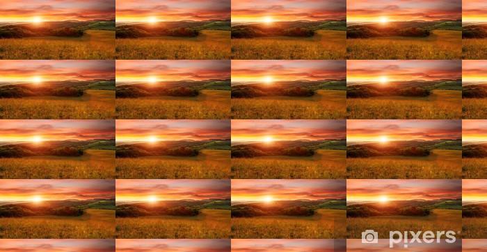 Vinylová tapeta na míru Krásný západ slunce na poli - v odstínech oranžové - Témata