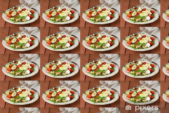Papier peint vinyle sur mesure Salade verte avec du saumon et tomates - Repas