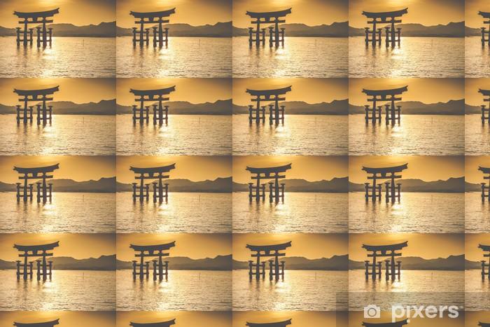 Papier peint vinyle sur mesure Le Torii flottant de Miyajima, Japon. - Thèmes