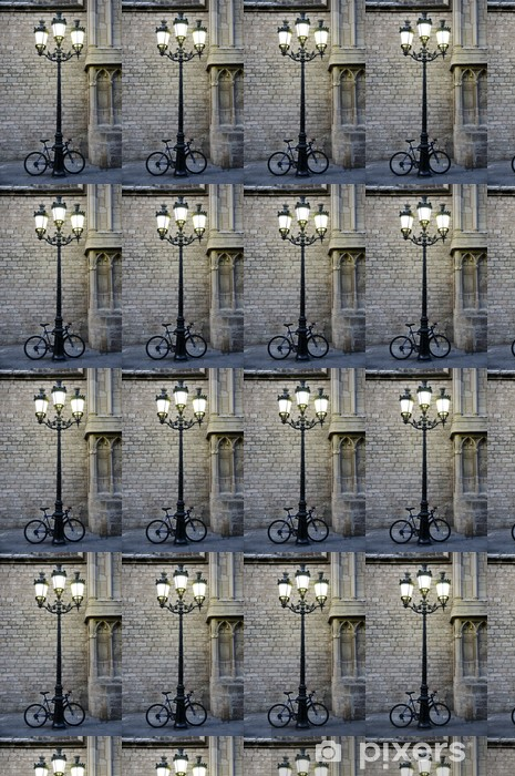 Bicicleta aparcada junto a una farola Räätälöity vinyylitapetti - Bikes