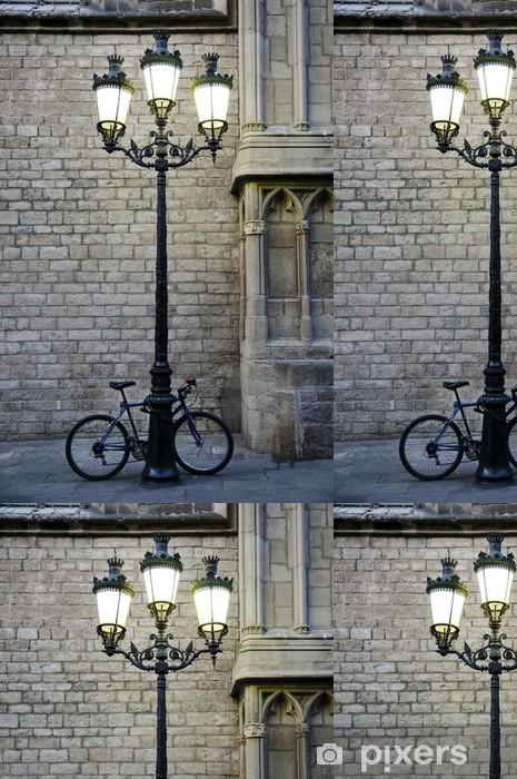 Papel de Parede em Vinil Bicicleta aparcada junto a una farola - Bicicletas