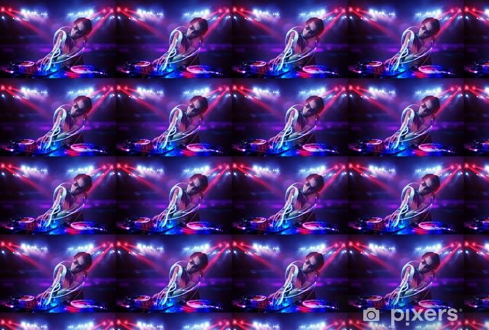 Papier peint vinyle sur mesure Disc-jockey jouer de la musique avec des effets de faisceaux lumineux sur scène - Divertissements