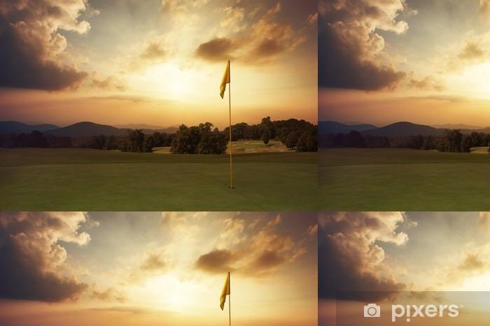 Vinylová Tapeta Horské slunce na golfovém hřišti - Golf