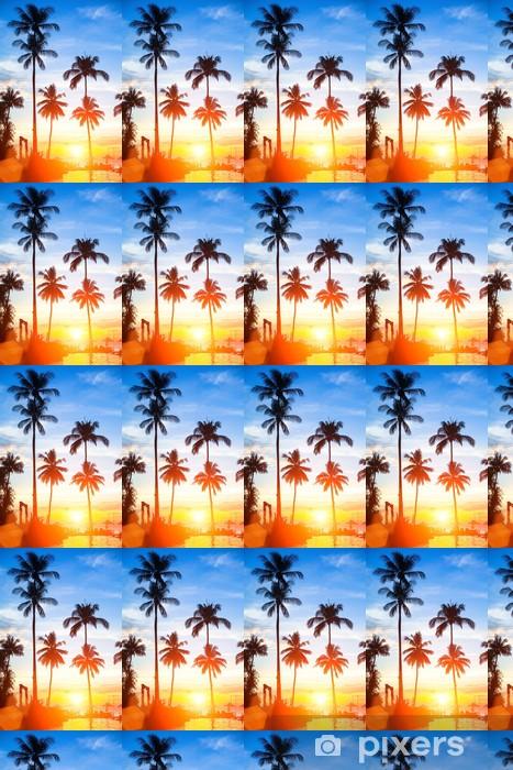 Papier peint vinyle sur mesure Magnifique coucher de soleil sur une plage tropicale. - Îles