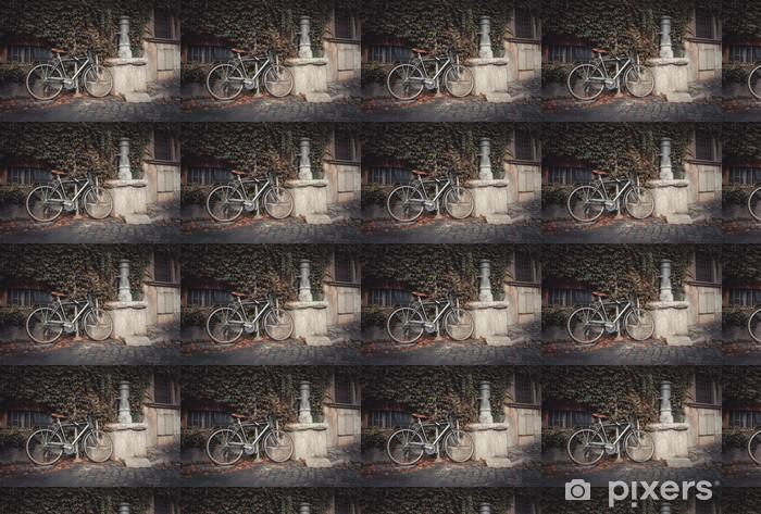 Vinyltapete nach Maß Fahrrad geparkt in der Nähe von Trinkhahn auf der Straße in Rom, Italien - Europäische Städte