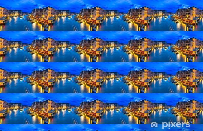Papier peint vinyle sur mesure Vue de nuit du Grand Canal avec gondoles à Venise. Italie - Thèmes