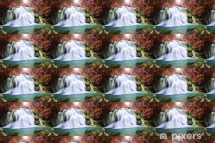Papier peint vinyle sur mesure Belle cascade dans la forêt d'automne - Thèmes