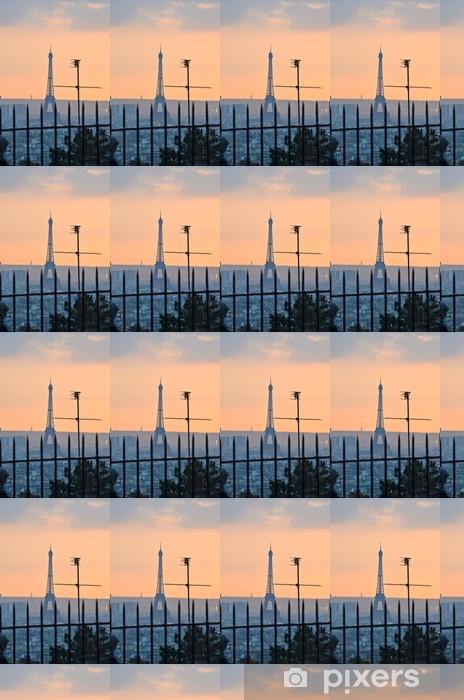 Vinyl behang, op maat gemaakt Uitzicht op de Eiffeltoren van Montmartre, Parijs - Europese steden