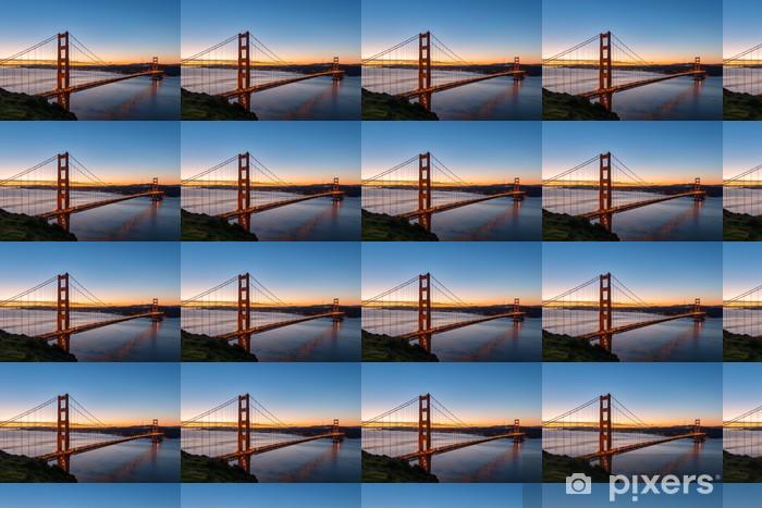 Papier peint vinyle sur mesure Golden Gate Bridge at Dawn - Infrastructures