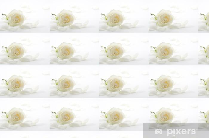 Vinyl behang, op maat gemaakt Witte roos met bloemblaadjes close-up - Bloemen