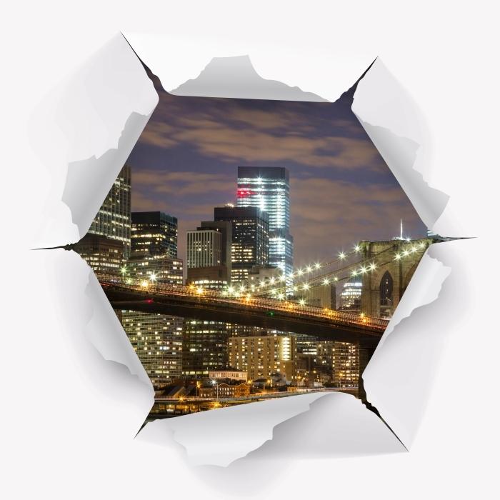 Fototapeta winylowa Dziura w ścianie - Brooklyn Bridge - Dziury w ścianie