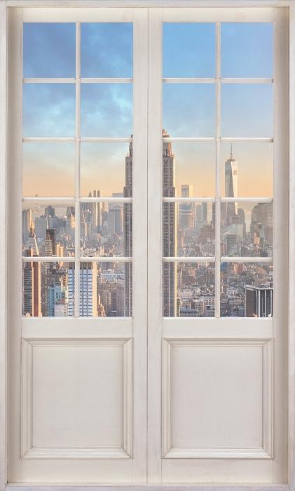 Fototapeta winylowa Białe drzwi - Nowy Jork - Widok przez drzwi