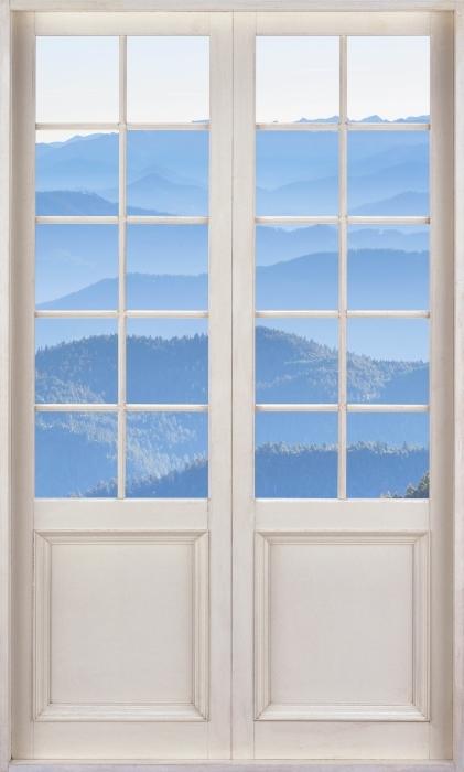 Fototapeta winylowa Białe drzwi - Góry - Widok przez drzwi