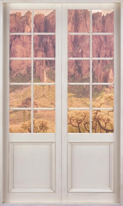 Fototapeta winylowa Białe drzwi - Arizona - Widok przez drzwi