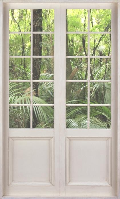 Vinyl-Fototapete Weiße Tür - Tropischer Wald - Blick durch die Tür