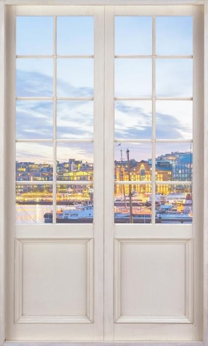 Vinyl-Fototapete Weiße Tür - Oslo - Blick durch die Tür