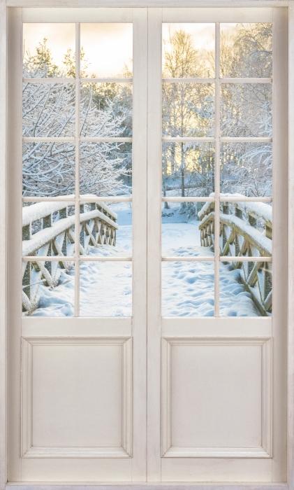 Papier peint vinyle Porte Blanche - Pont D'Hiver - La vue à travers la porte