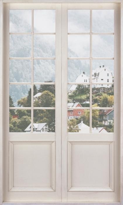 Fototapeta winylowa Białe drzwi - Mgliste góry. - Widok przez drzwi