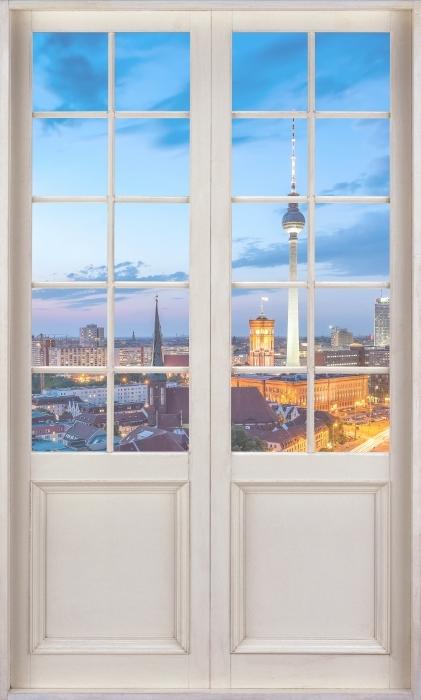 Vinyl-Fototapete Weiße Tür - Blick auf Berlin - Blick durch die Tür