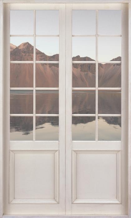 Vinyl-Fototapete Weiße Tür - Insel - Blick durch die Tür
