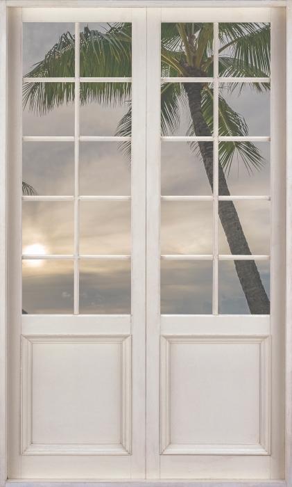 Fototapeta winylowa Białe drzwi - Palmy - Widok przez drzwi