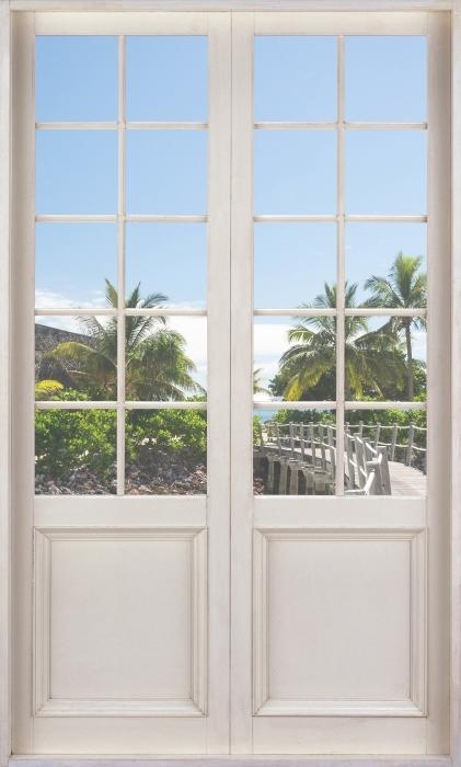 Fotomural Estándar Puerta blanca - a lo largo del puente - Vistas a través de la puerta