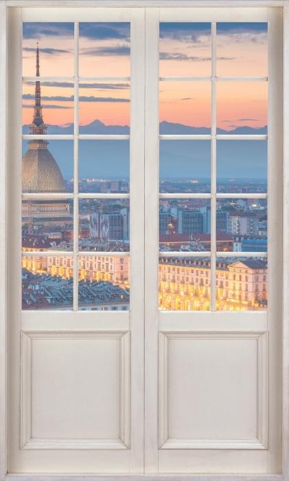 Fototapeta winylowa Białe drzwi - Turyn. Zachód słońca. - Widok przez drzwi