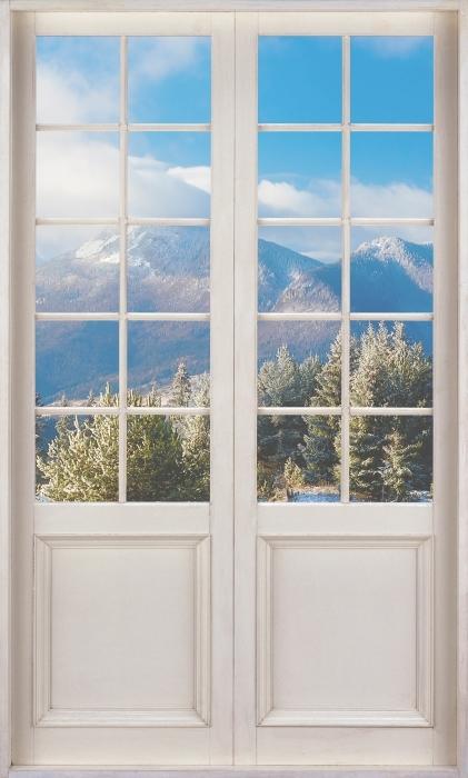Vinyl-Fototapete Weiße Tür - Verschneite Landschaft - Blick durch die Tür