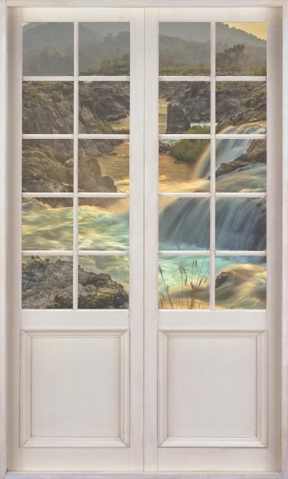 Vinyl-Fototapete Weißer Tür - Wasserfall - Blick durch die Tür