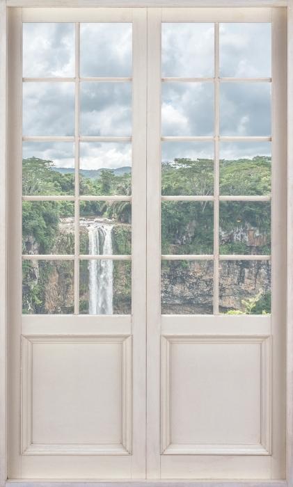 Papier peint vinyle Porte Blanche - Cascade - La vue à travers la porte
