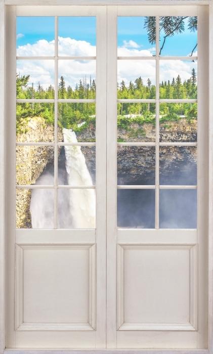 Vinyl Fotobehang White door - Mountains. Canada. - Uitzicht door de deur