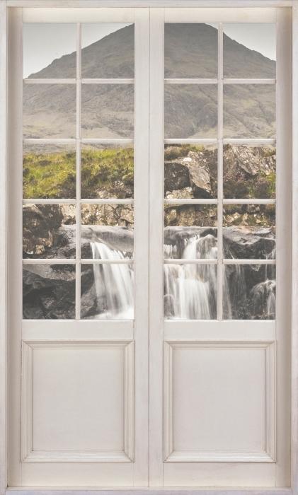 Fototapeta winylowa Białe drzwi - baseny Fairy - Widok przez drzwi