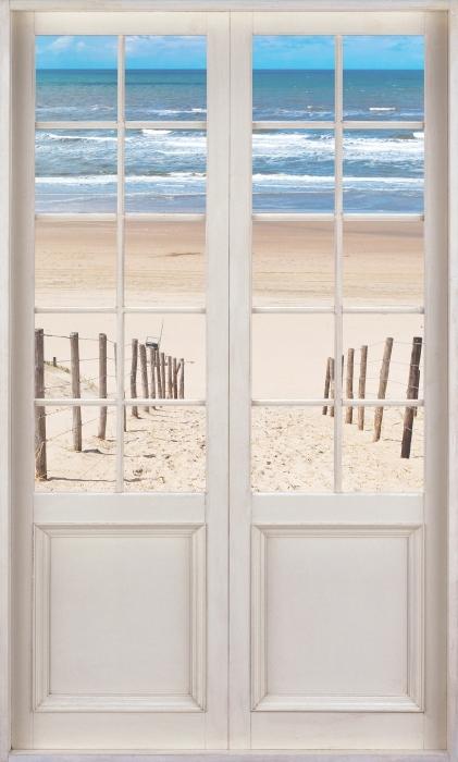 Fototapeta winylowa Białe drzwi - Droga do plaży - Widok przez drzwi