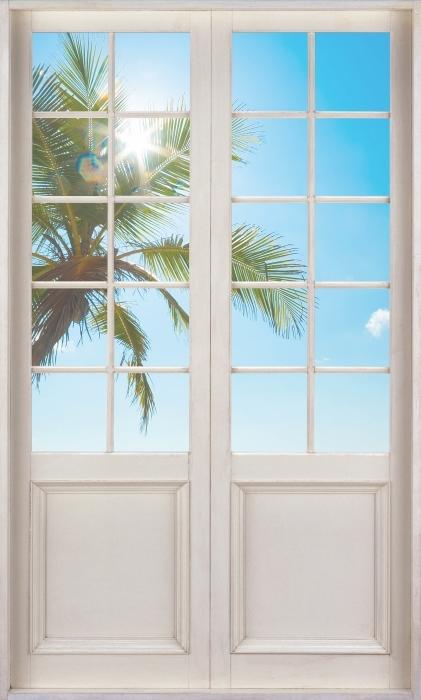 Fotomural Estándar Puerta blanca - Playa tropical - Vistas a través de la puerta