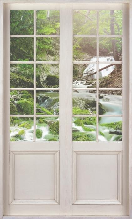 Vinyl-Fototapete Weiße Tür - Wald und Wasserfall - Blick durch die Tür